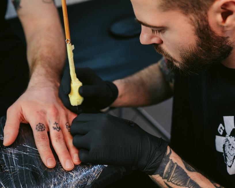 Handgestochene Tattoos