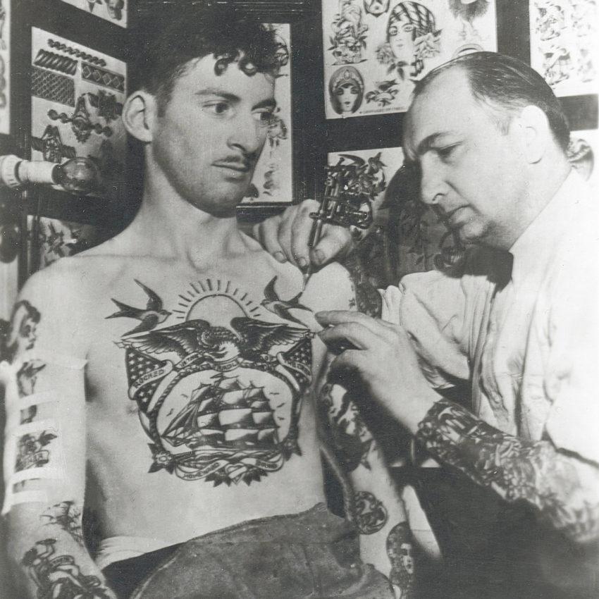 Owen Jensen tätowiert old school Tattoo in Los Angeles