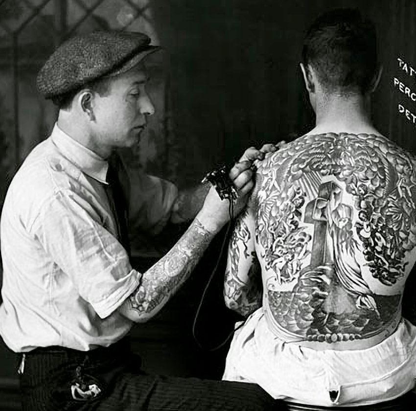 Percy Waters tätowiert Rock of Ages Backpiece
